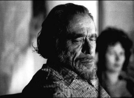 """""""Non ho smesso di pensarti"""": una poesia di Charles Bukowski"""