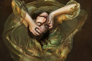 """""""Fallo, indossa quel vestito troppo stretto"""": una poesia di Brooke Hampton"""
