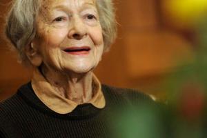 """""""Perché era amore solamente"""": la dolcissima poesia di Wislawa Szymborska"""