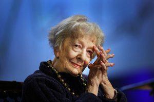 """""""Ringraziamento"""": la bellissima poesia di Wislawa Szymborska"""