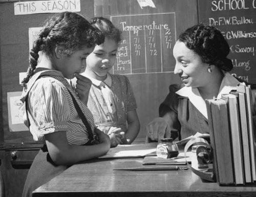 """""""L'insegnante e l'orologio"""": una storia che insegna a correggere senza umiliare"""